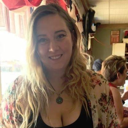 Shannon Marsden creates Julies holiday window
